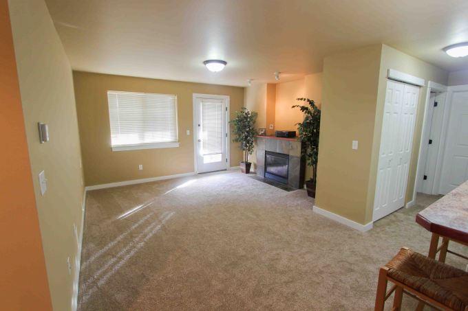 4689 bembrick 1D livingroom